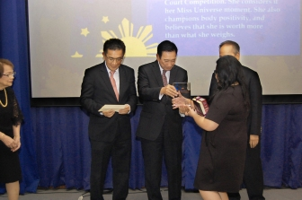 Ayala Corporation General Counsel Solomon M. Hermosura and Supreme Court Senior Justice Presbitero J. Velasco, Jr. award plaques to the 2017-2018 dissertation writing contest winners last year at the FLP Awards Ceremony