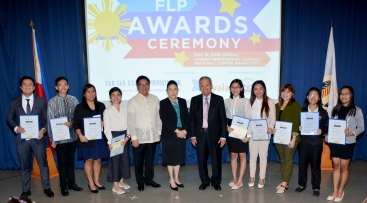 Gov. Tetangco, Mrs. Prieto, and Retired CJ Panganiban with 3rd year Scholars AY 2018-2019