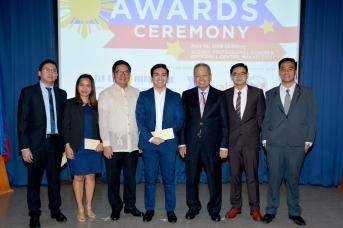 Gov. Tetangco & Retired CJ Panganiban with 2018 Honor Graduates